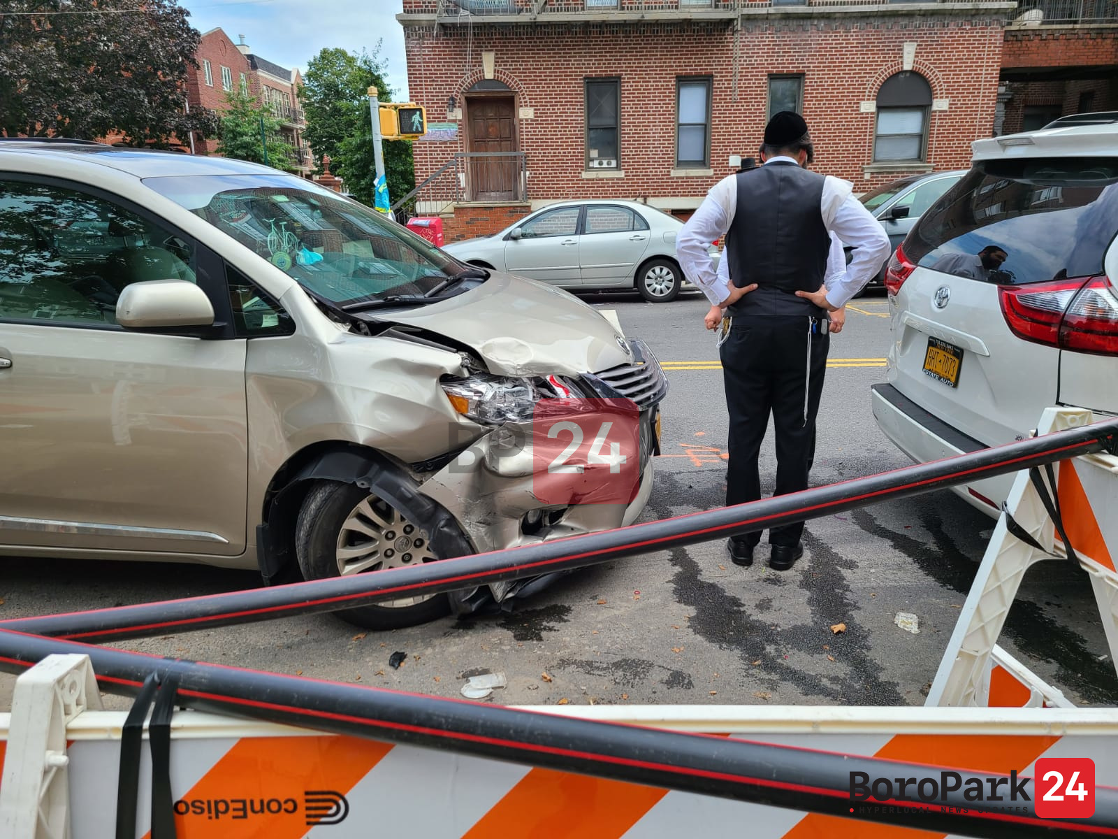 Driver Lightly Injured as Two Cars Crash on 17th Avenue