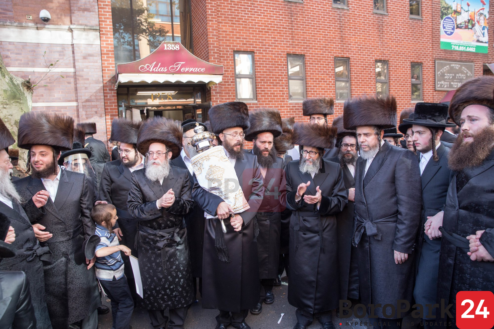 "Klil Tiferes Skulen celebrates Sefer Torah that honors the Skulen Rebbe, zt""l"
