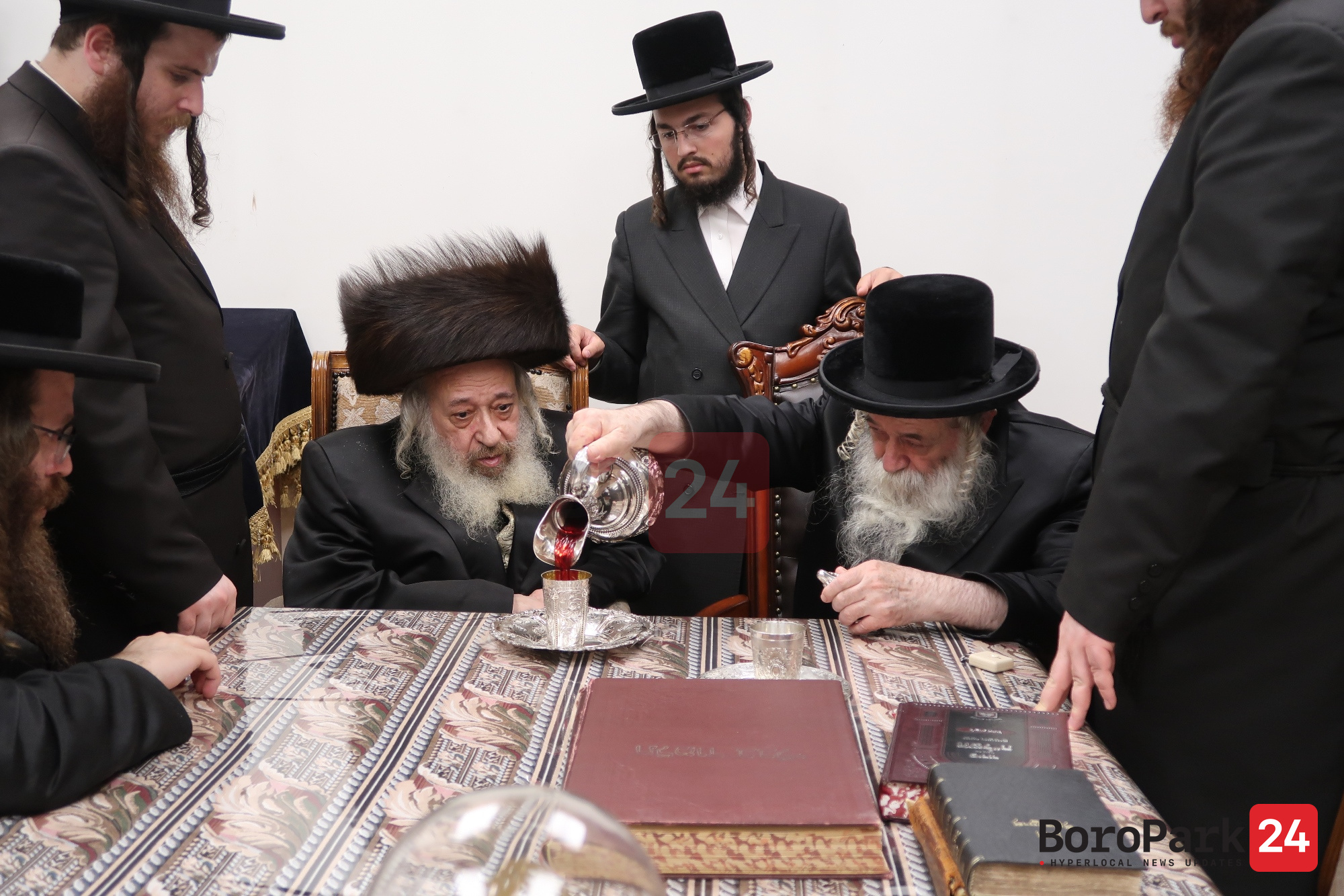 Desch Rebbe Visits the Chernobile Rebbe