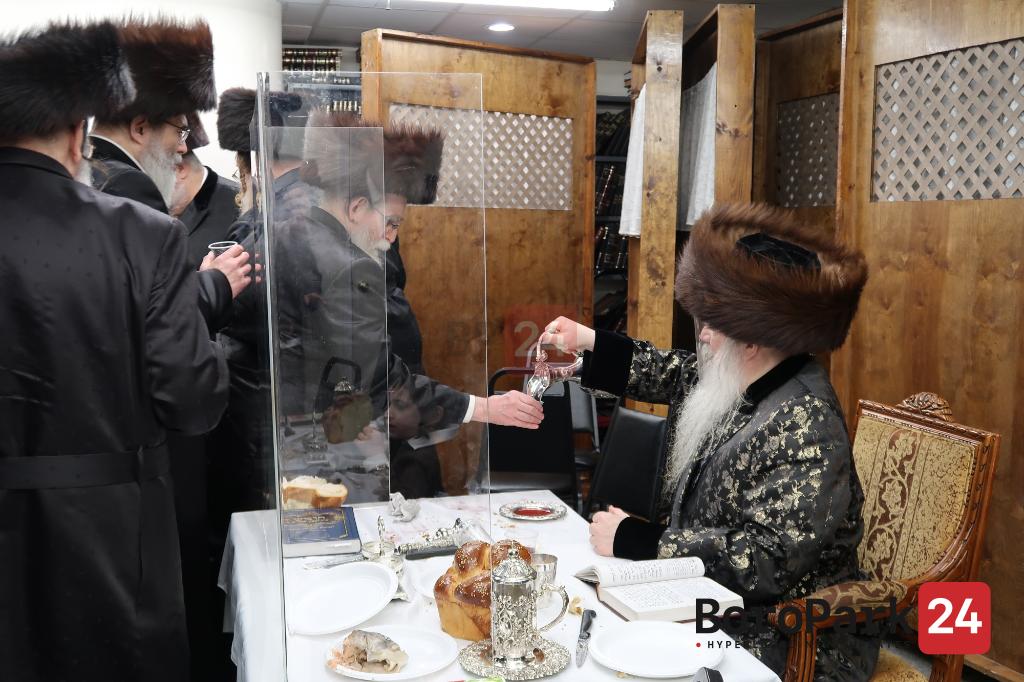 """Yurtzeit of the Bnei Yisoscher Zy""""u by the Bluzhev Rebbe"""