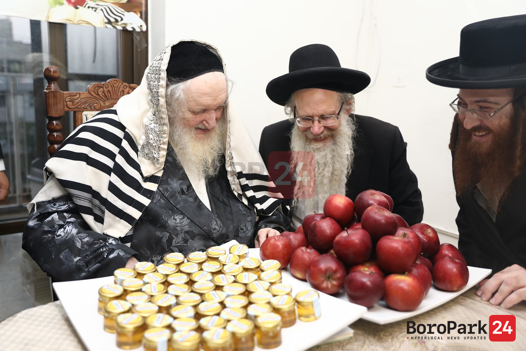 Posek Hador Raved Yerishulayim Benching Honey and Apples for Talmidus of Beis Lepleitas