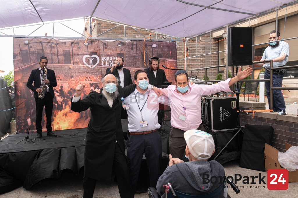 Boro Park Center Residents Celebrate Lag B'Omer with Berko Brothers, Yossi Lax, Tantzers, and Bonfires