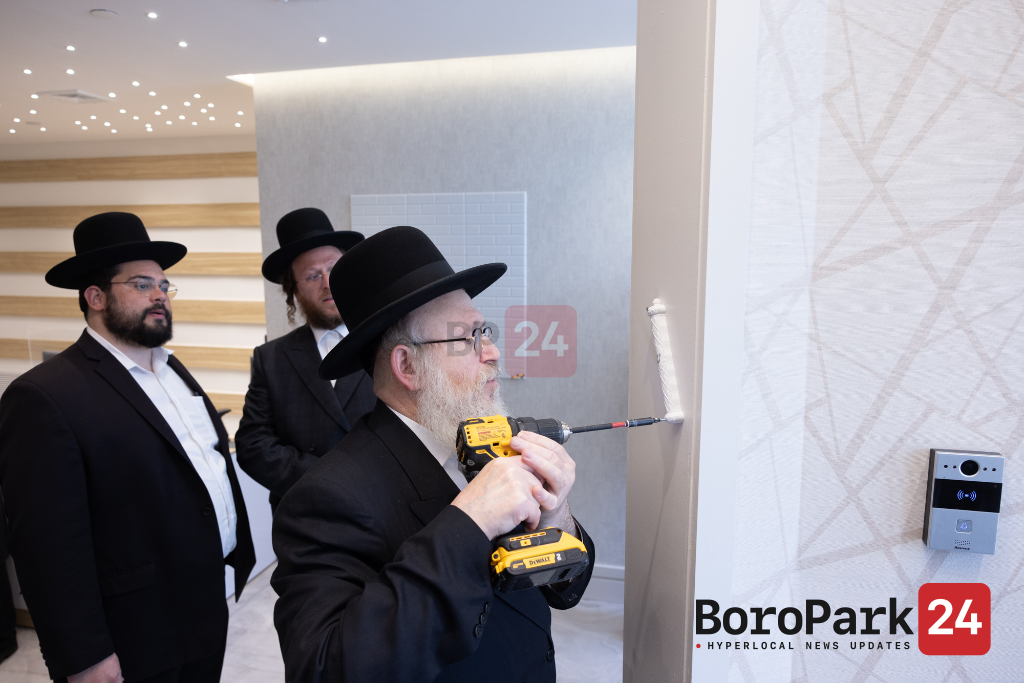 Kevias Mezuzah for the New Center of 'Sipuk Clinic' a division of Hamaspik of Kings County