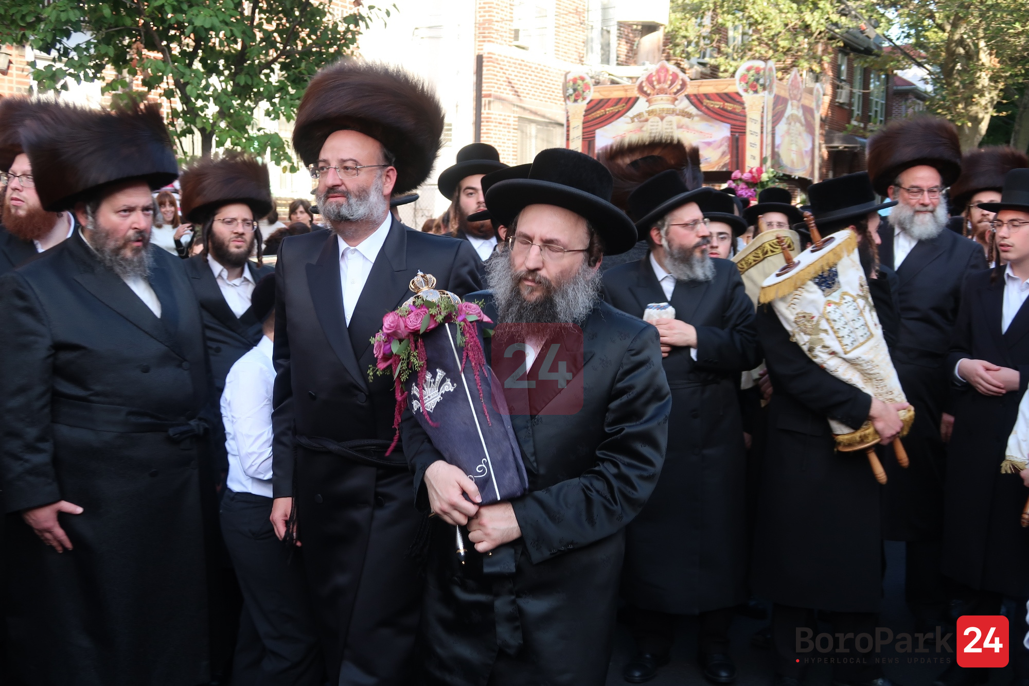 Hachnusas Seifer Torah to the Shenyitza Shul in Boro Park