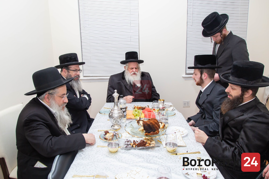 Kosov Visnitz Rebbe at Kevias Mezuzah at the Home of R' Shlome Krausz in Boro Park