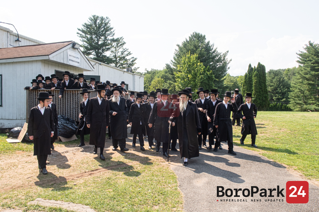 Koson Rebbe Visiting Camp Meor Hatorah