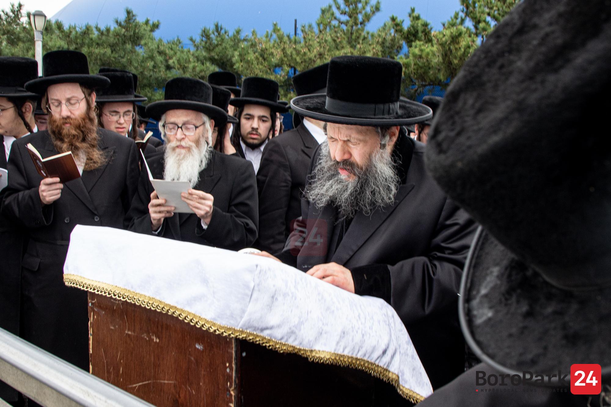 Bobov-45 Rebbe at Tashlich