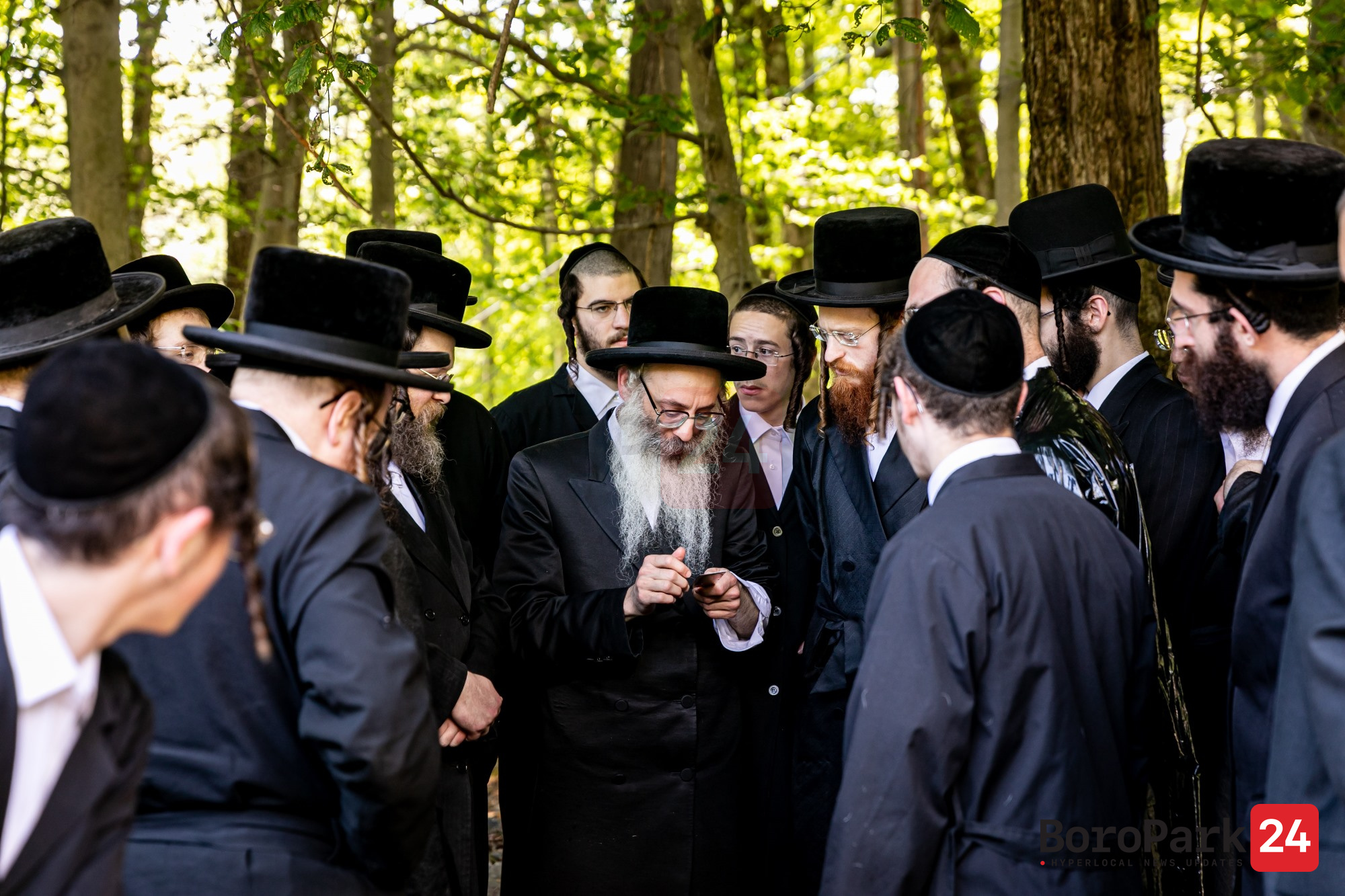 A group of bochurim who studied Hilchos Shchita in the Chernobyler yeshiva of Eretz Yisroel but were forced to remain in the US due to Covid were shown a live shechita demonstration upon the completion of the sugya.