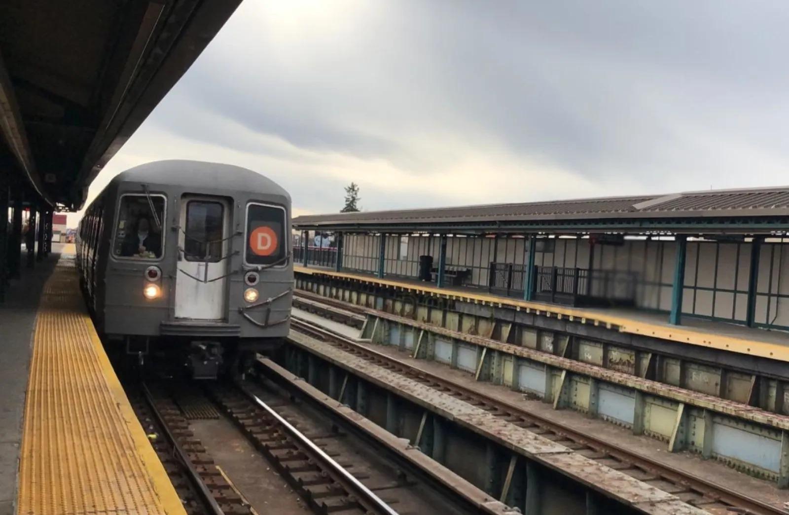 MTA Bans Shopping Carts to Reduce Homelessness at Subway Station