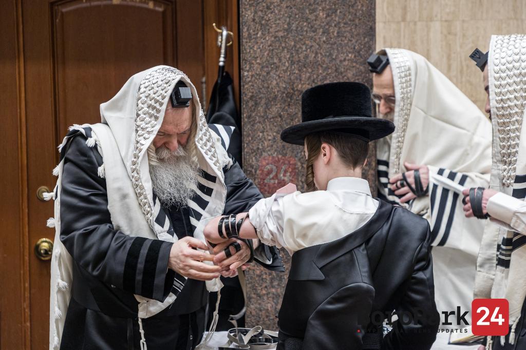 Tefilin Leigen for a grandson of the Bobov Rebbe