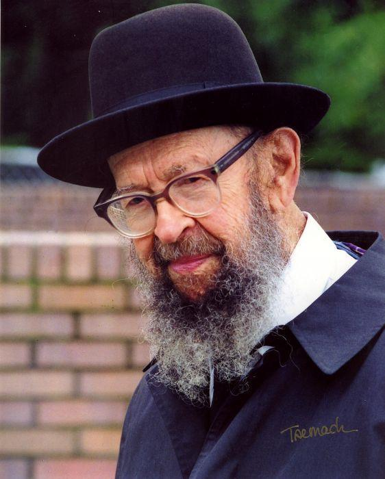"Rav Avigdor Miller, zt""l, reminds K'lal Yisroel to Remember to Daven for Every Jew"