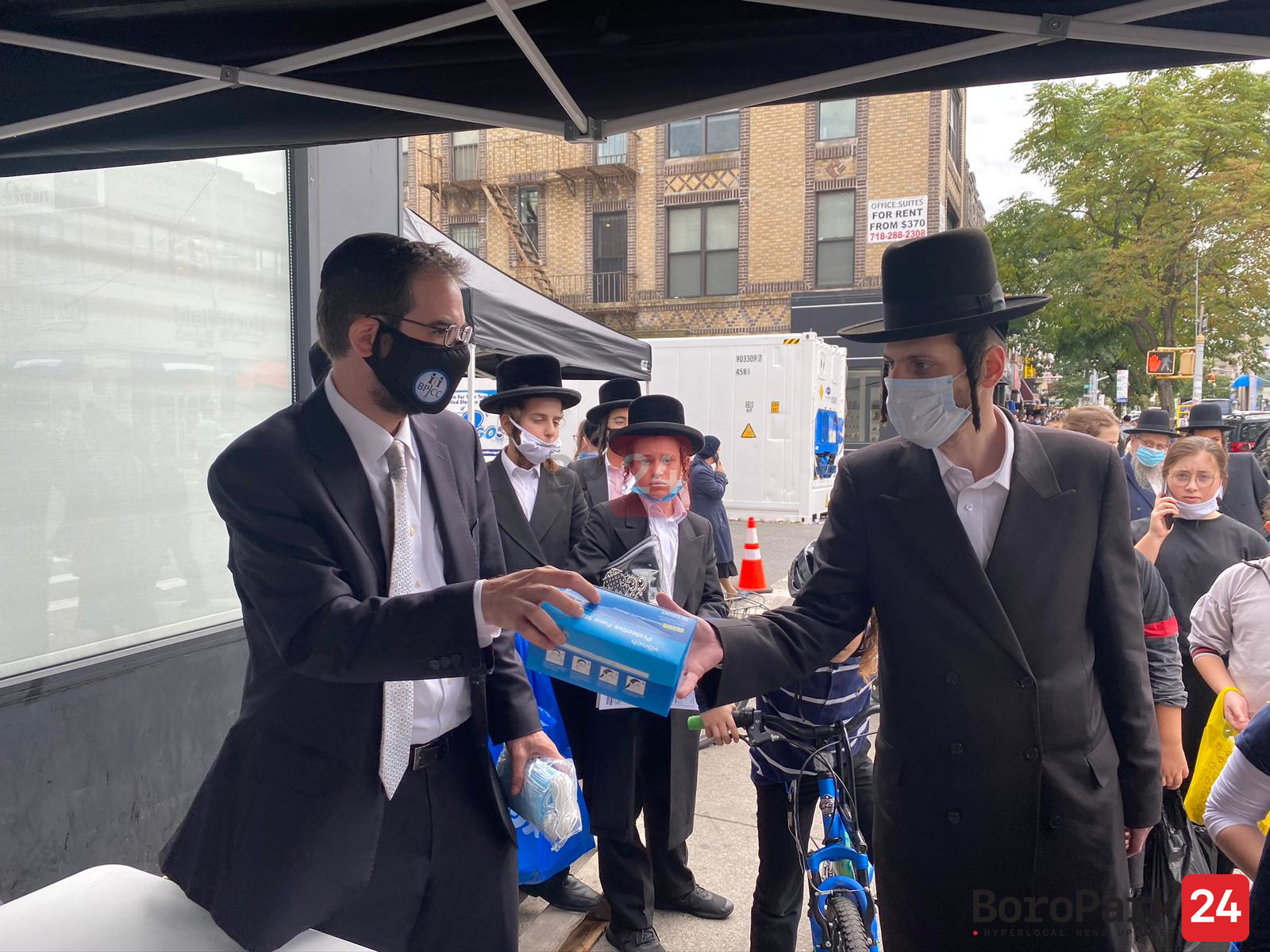 Councilman Yeger  Replaces Fake News by Distributing 418,000 Masks