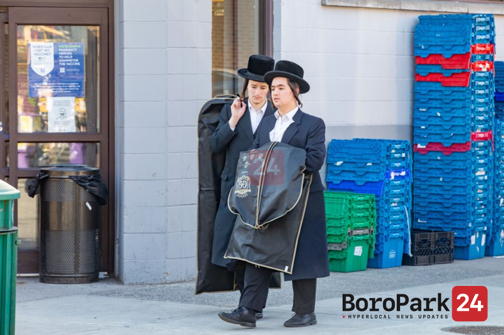Yidden make purchases in honor of Yom Tov ahead of Pesach in Boro Park.