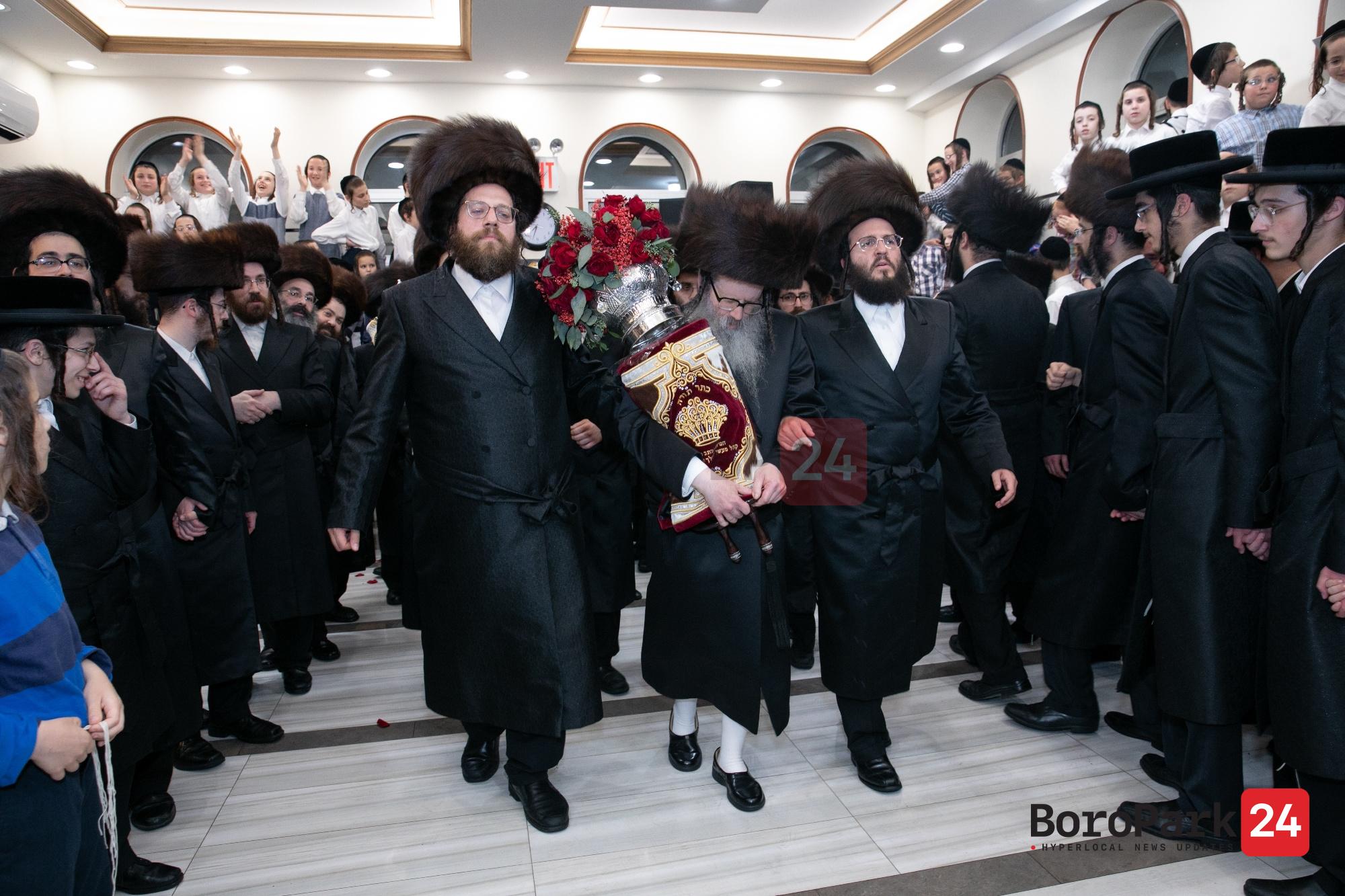 Hachnusas Seifer Torah to Beis Medresh Masei Lemelch Veitzen in Williamsburg
