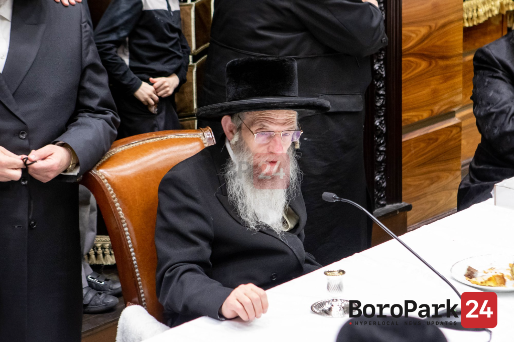 Tzieschem Leshalom for the Slonim Rebbe in the Slonim Shul in Boro Park before returning to Israel