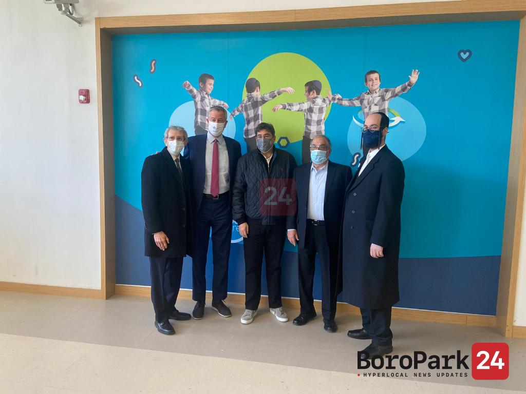 Mayor de Blasio Visits Ezra Medical Center, after Joining Effort to Vaccinate Holocaust Survivors