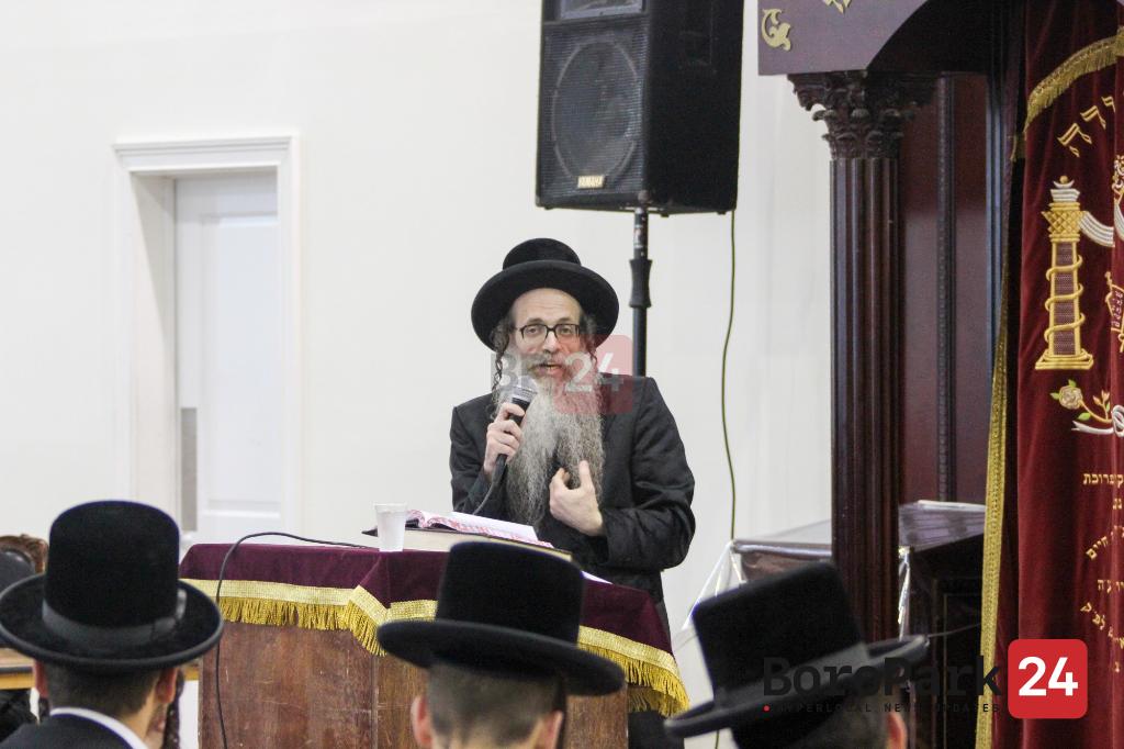 Sanz Zvehill Rebbe Visiting Camp Meor Hatorah