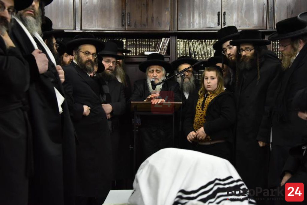 "Levayah of the Karlesburg Rov Zt""l in Miron"