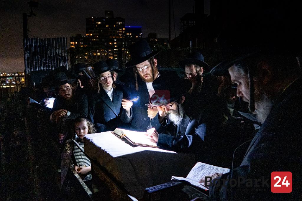 Photo Gallery: Rebbes and Rabbunim Saying Tashlich. Part -2